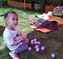 Jessie_Easter_Egg_hunting_02
