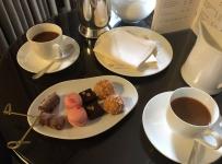 Le Cafe et Petits Four